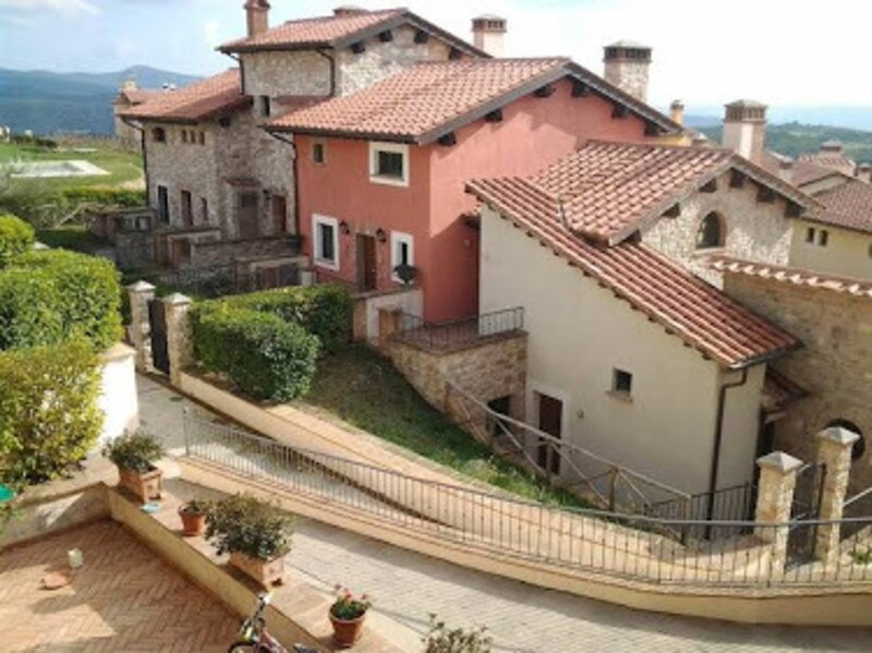 Entire house with panoramic views  and use of pool, holiday rental in Sala