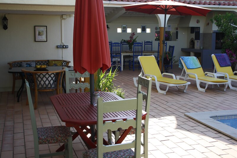 Group Apartments for Families and Friends - Sleeps up to 10, holiday rental in Moncarapacho