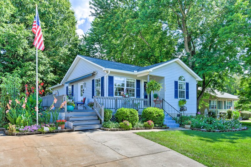Lake Norman Home w/Porch, Across from Marina!, vacation rental in Davidson