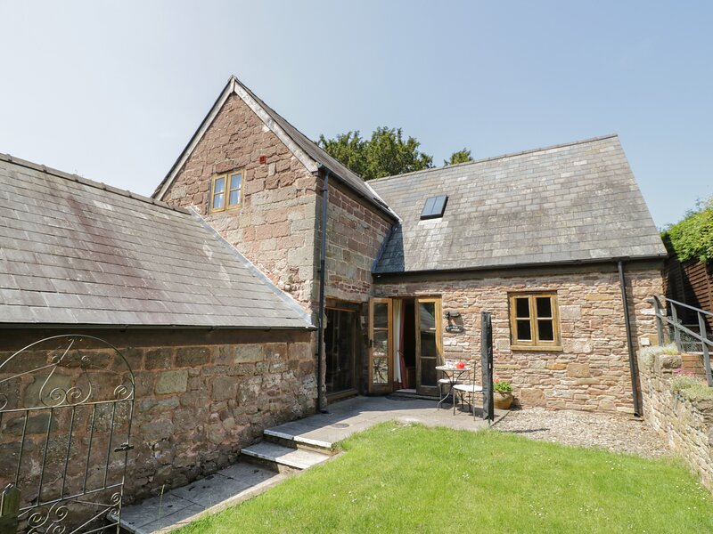 THE APPLE STORE, all ground floor, original features, close to River Wye, vacation rental in Kerne Bridge