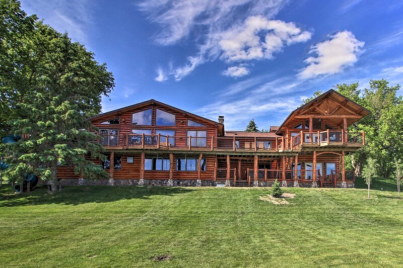 NEW! Secluded Lake Lodge: Luxurious Family Retreat, holiday rental in Blackduck