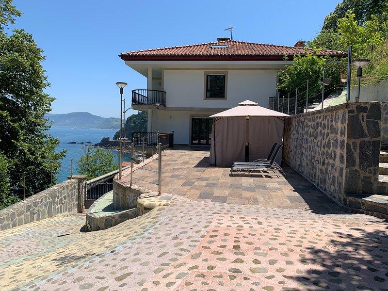 Unceta Etxea Getaria; Wifi gratis, terraza, garaje y jardín de 5000 m2 – semesterbostad i Azpeitia