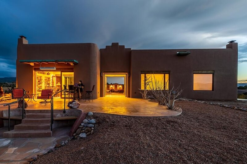 ABIQUIU LAKE:  Luxury Bed and Breakfast Experience. Rio Chama Suite., holiday rental in Abiquiu