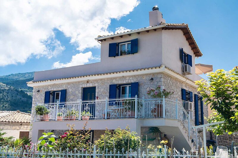 Accommodation in Lefkada - Villa Loucia. Perfect for families and small groups., holiday rental in Exanthia