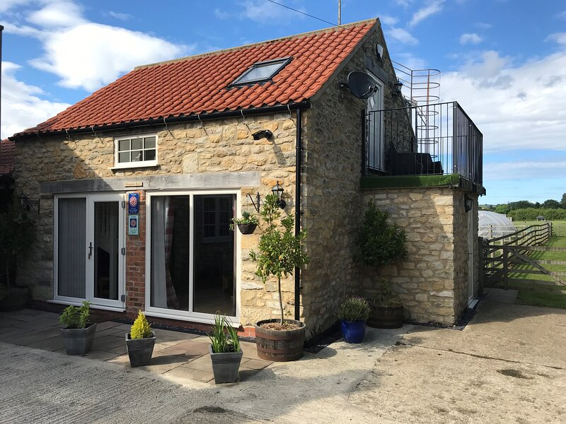 4* GOLD Rated Exquisite Stone Cottage Renovated To Very High Standard, holiday rental in Kirby Misperton