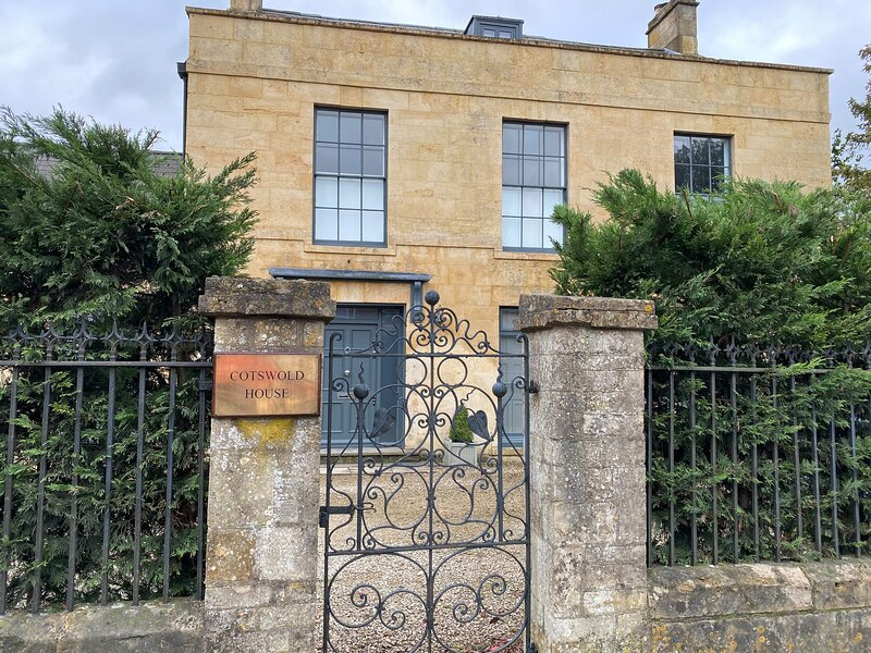 Cotswold House, Moreton-In-Marsh, vacation rental in Aston Magna