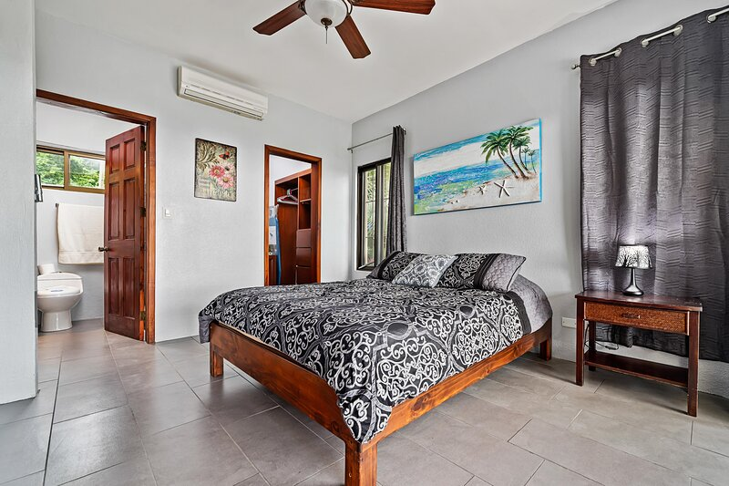 Amazing 1 Bed Ocean View Condo Close To The Beach!, holiday rental in Playa Prieta