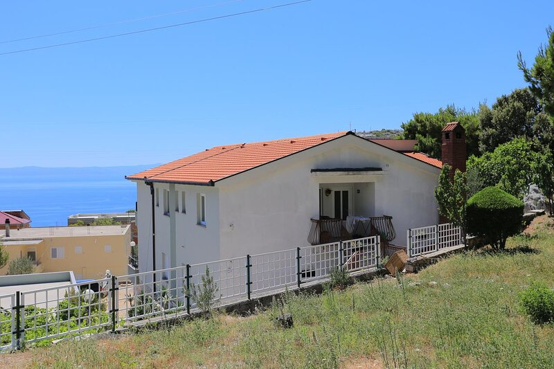 Veliko Brdo Apartment Sleeps 5 with Air Con - 5860462, vacation rental in Veliko Brdo