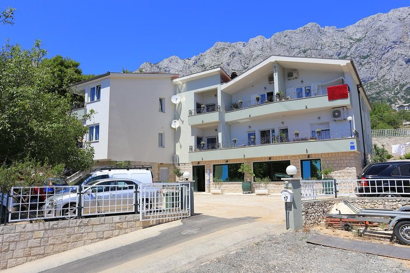 One bedroom apartment Makarska (A-18367-b), vacation rental in Veliko Brdo