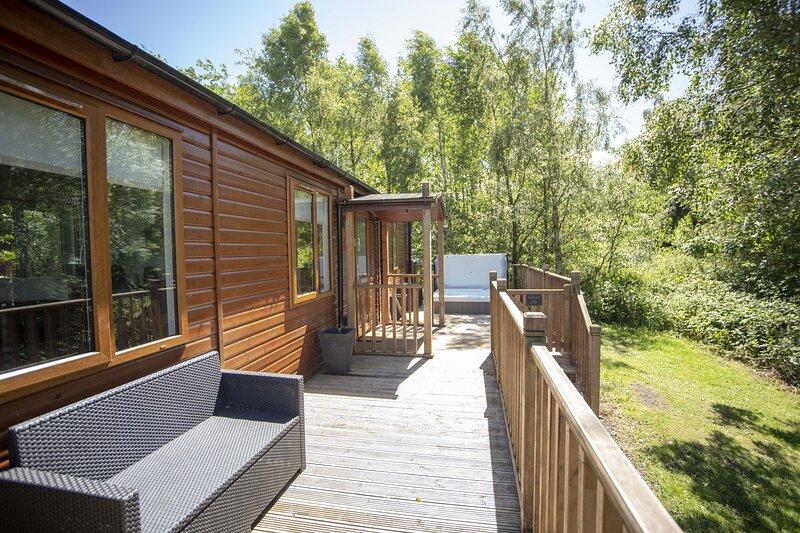 Puddleduck - gorgeous 2 bedroom lodge, luxury hot tub, pet-friendly, aluguéis de temporada em Longhorsley