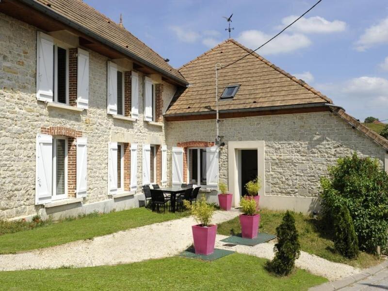Location Gîte Noé-les-Mallets, 5 pièces, 8 personnes, holiday rental in Bar-sur-Seine