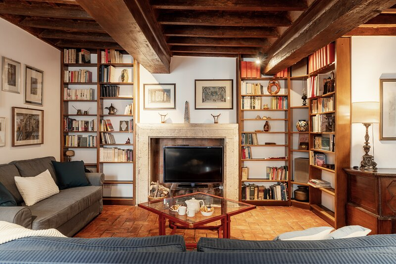 Domus Quiritum Elite, charming downtown apartment, holiday rental in Rome