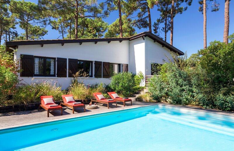 Le Canon Villa Sleeps 7 - 5700605, vacation rental in Claouey