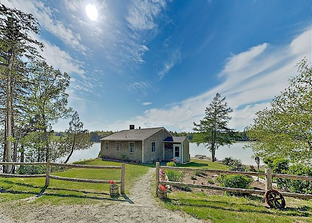 New Listing! Noonie's Nest: Waterfront Cottage – Near Acadia Park, alquiler vacacional en Mount Desert