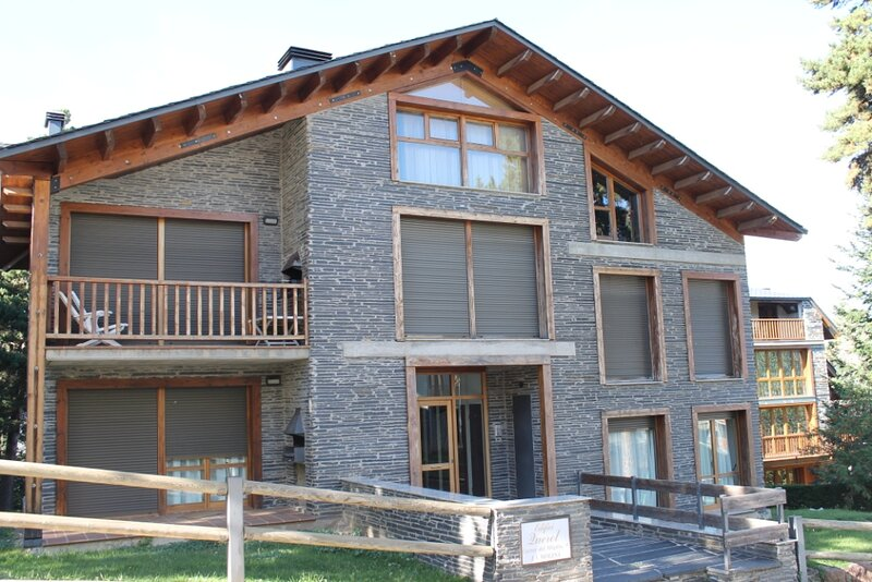APARTAMENTO CON JARDIN PRIVADO, vacation rental in Bellver de Cerdanya