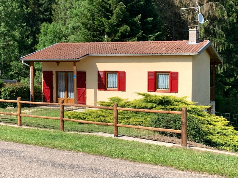Meublé de tourisme pour curistes et vacanciers dans les Vosges, vacation rental in Aillevillers-et-Lyaumont