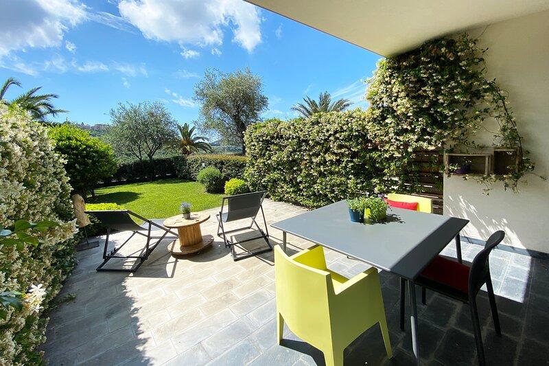 Pietraverdemare 6 Ampio Monolocale con rigoglioso giardino, holiday rental in Vallecrosia