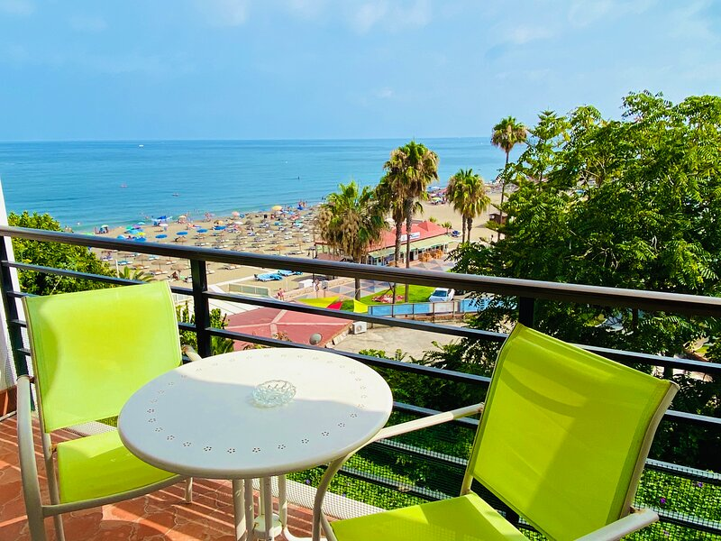 Beachfront. WIFI. Satellite TV. Castillo de Santa Clara, vacation rental in Torremolinos