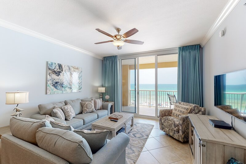 Gulf-front 4-bedroom condo, steps to dining and entertainment, holiday rental in Fort Walton Beach