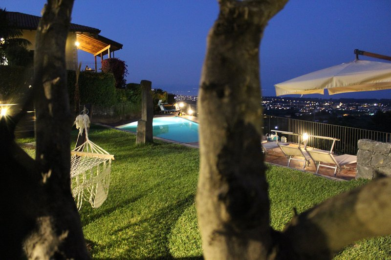 Open Land Holiday House Baia di Taormina, holiday rental in Fiumefreddo di Sicilia