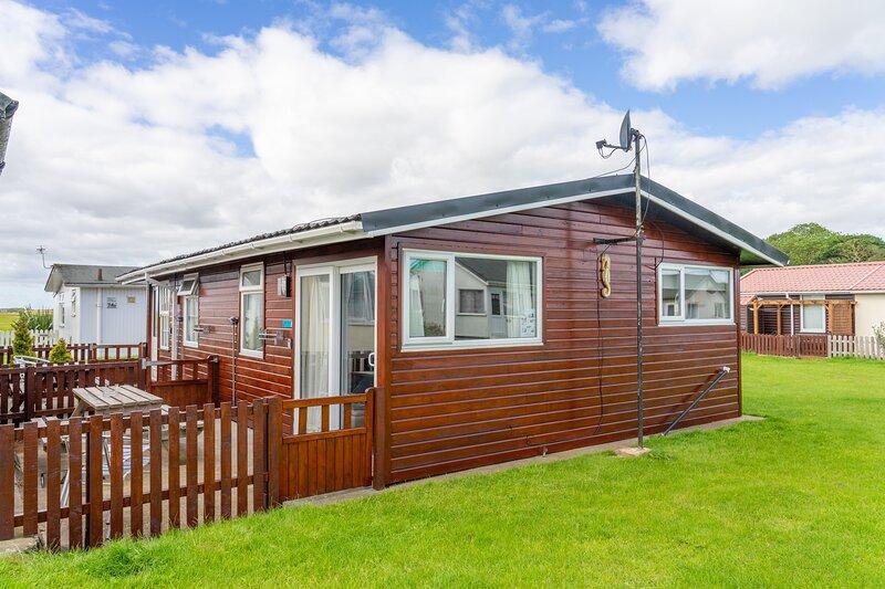 Pippins Retreat Chalet 86B, 2 bedrooms 1 Bathroom, Sleeps 4, vacation rental in Bridlington