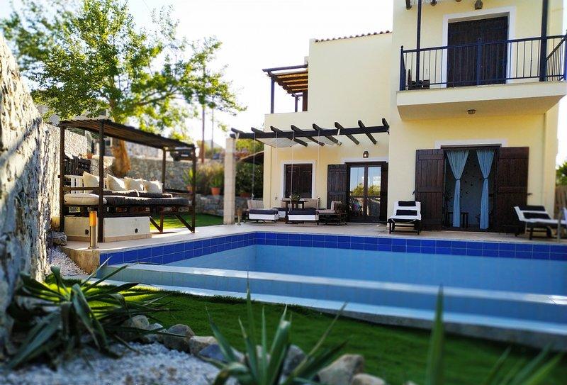 Private Luxury Villa, holiday rental in Kefalas