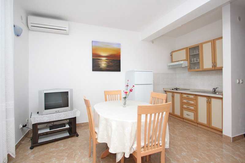 Holiday home 180474 - Holiday apartment 203973, location de vacances à Olib