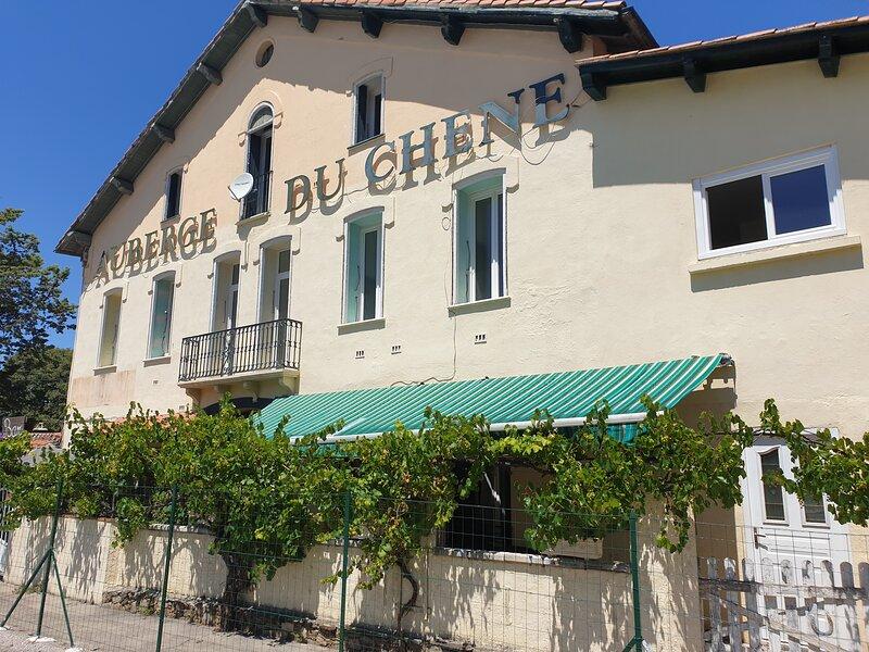 Chambres d'hôtes - Auberge du Chêne, holiday rental in Le Boulou