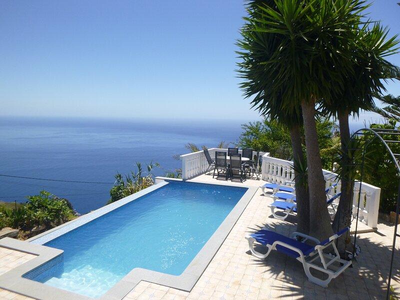 Blue Sea Cottage, magnificent sea views, vacation rental in Faja da Ovelha