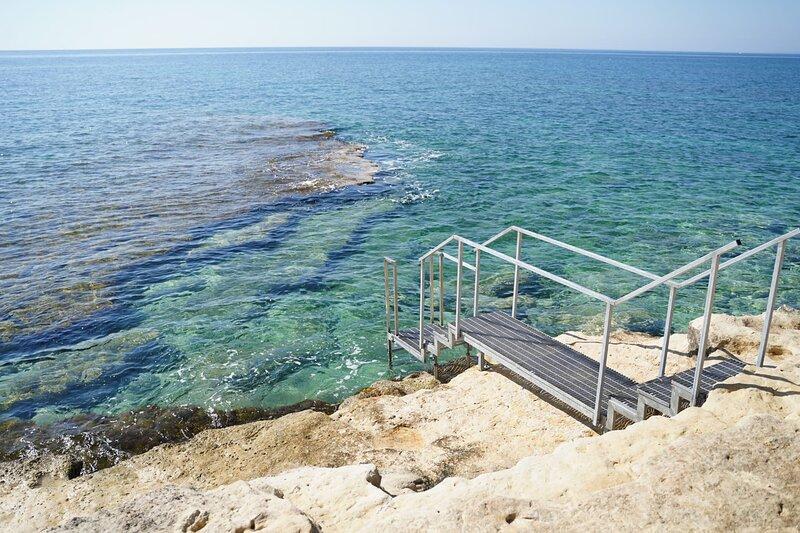 Scaletta privata di accesso al mare!!