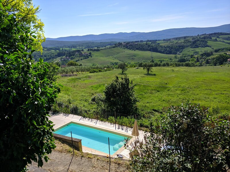 casa in campagna vicino a siena con piscina, holiday rental in Tognazza