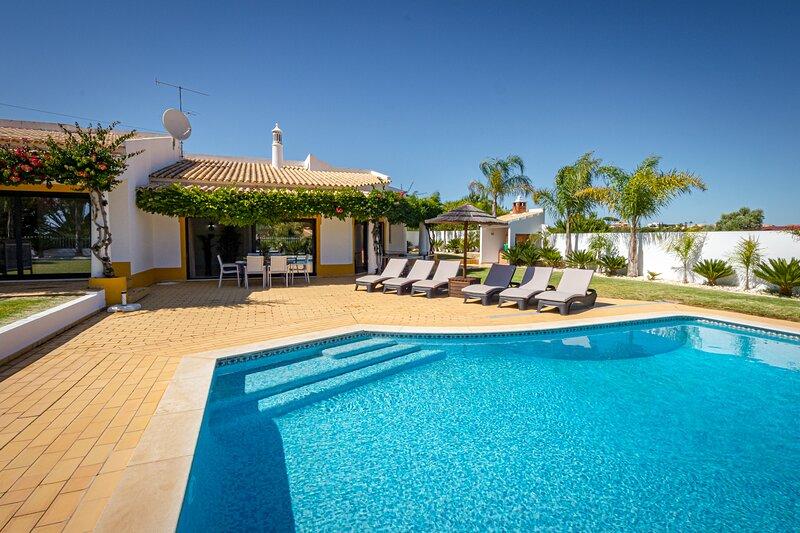 Villa Casinha, aluguéis de temporada em Olhos de Água