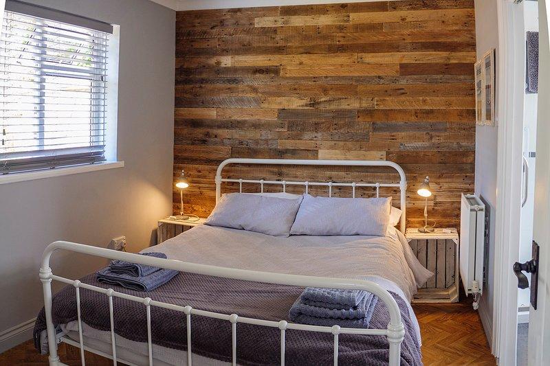 Private, self-contained cosy Studio near Wittering beach and Chichester, location de vacances à Bosham