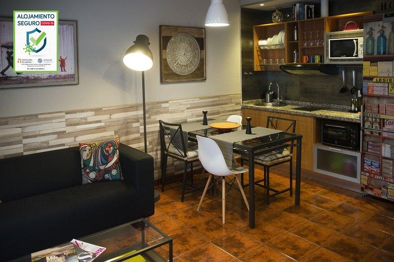 APARTAMENTO DELUXE EN EL CENTRO HISTÓRICO, holiday rental in Roscales de la Pena