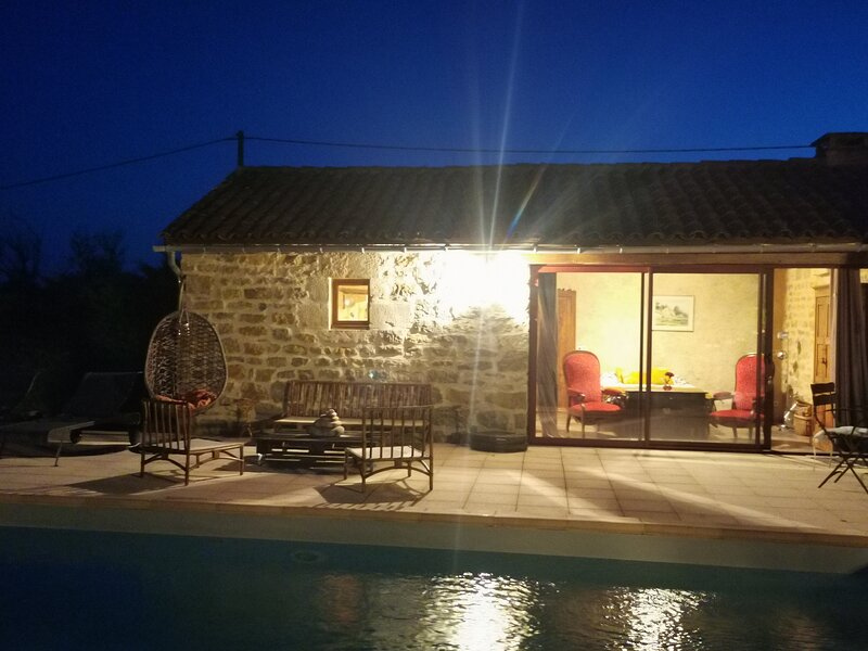 Amazing studio with swimming-pool, holiday rental in Rignac