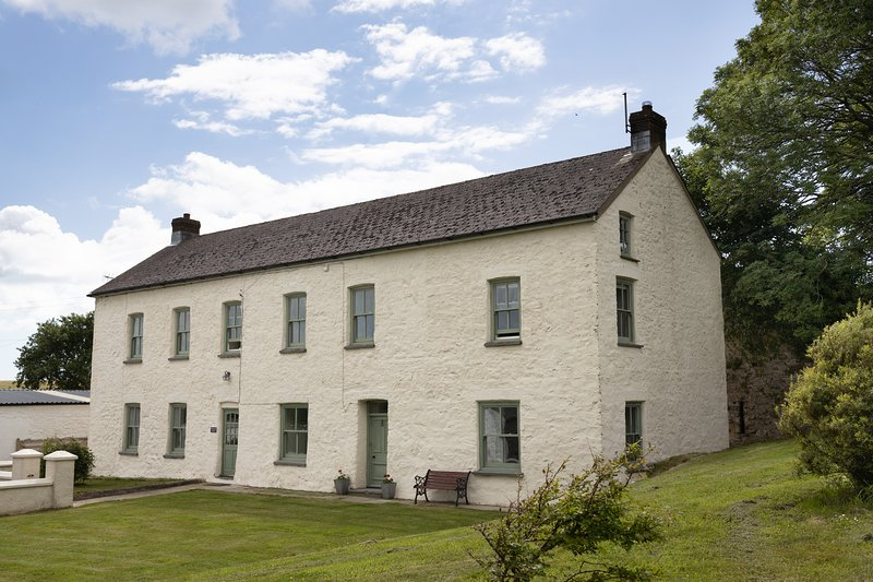Great Nash House, holiday rental in Landshipping