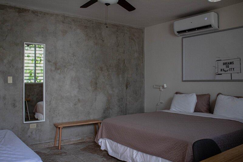 Modern & spacious apt steps from the beach!, casa vacanza a Santurce
