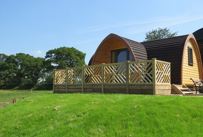 Meadow View - Luxury En-Suite Glamping Pod in Ellesmere, Shropshire, holiday rental in Whixall