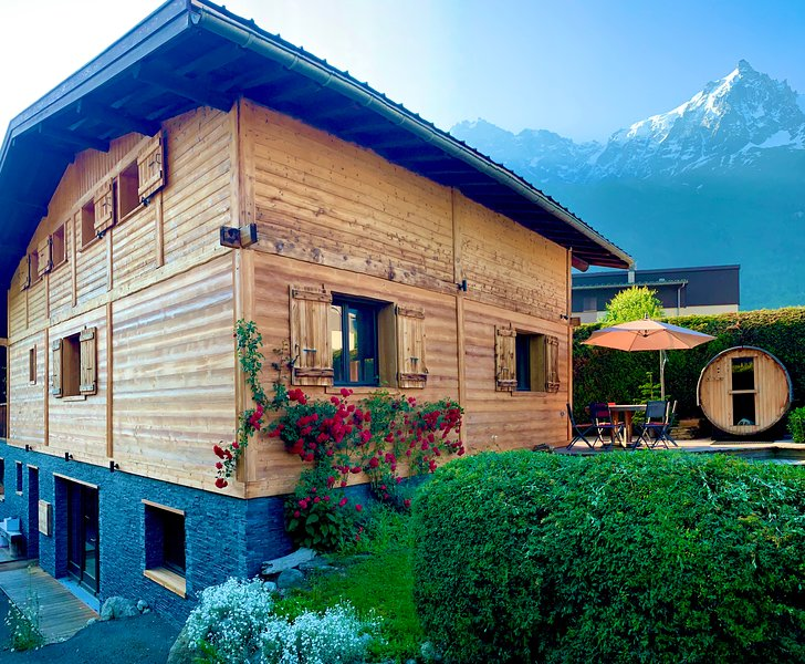 Chalet Cosmique - Beautiful property mountain views, holiday rental in Chamonix