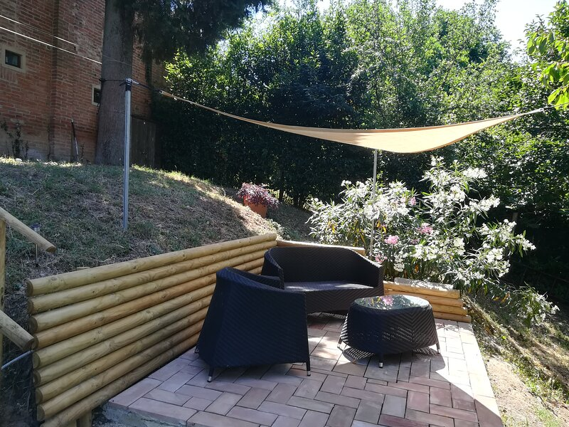 Spacious villa with swimming-pool, holiday rental in Petroio