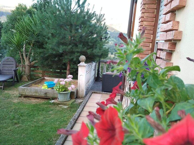 Apartamentos Turisticos La Escuela, casa vacanza a Santa Maria de Cayon