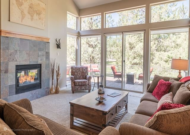 New Listing in Eagle Crest! Beautiful creekside townhome!, holiday rental in Redmond