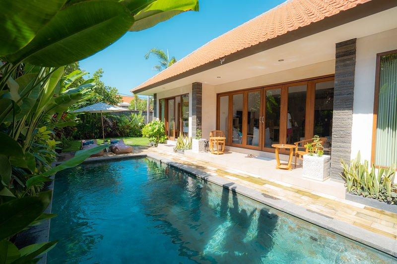 Villa Sare One brm with private pool, location de vacances à Kerobokan