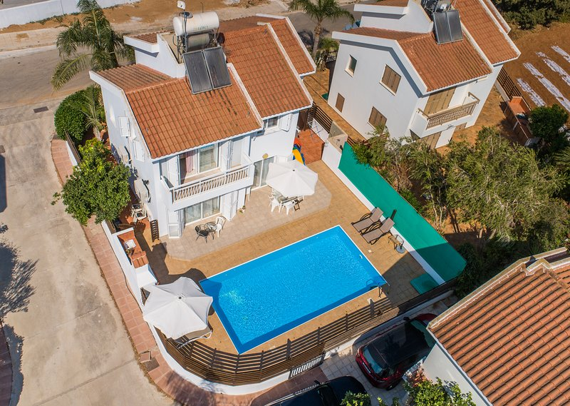 3 bedroom villa with private pool 350 meters from, holiday rental in Famagusta District