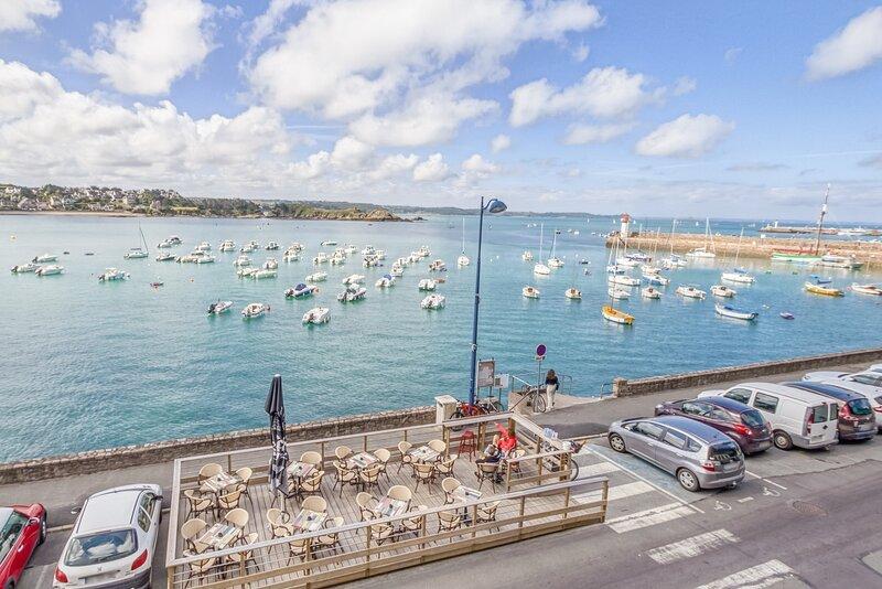 LE MATELOT 3* - Superbe appartement vue mer - Erquy, holiday rental in Cotes-d'Armor