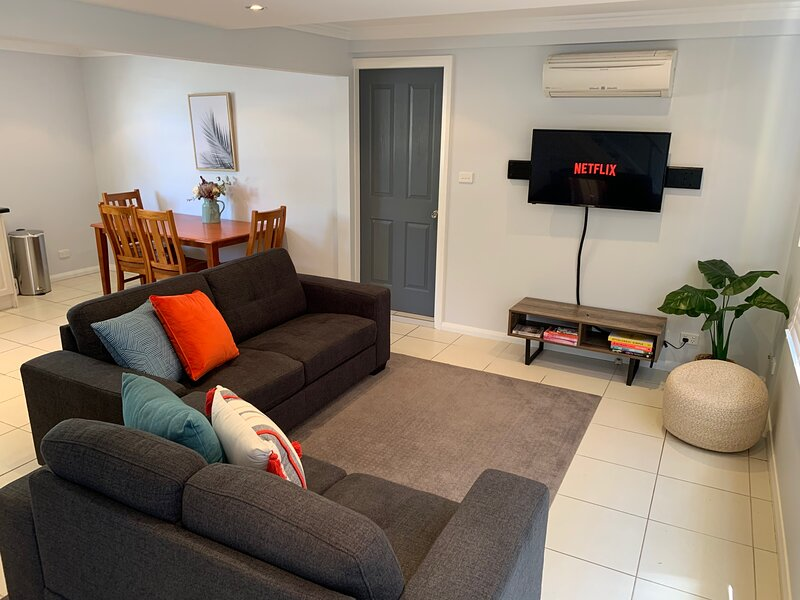 City Centre - Modern 2-Bedroom Apartment, holiday rental in Armidale