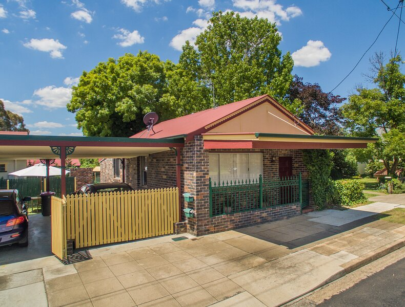 Central Armidale 2-Bedroom Apartment, holiday rental in Armidale
