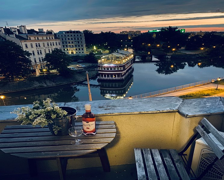 CityAparts-Private Apt. River View (Self Check-in) Air Conditioned, holiday rental in Sobotka