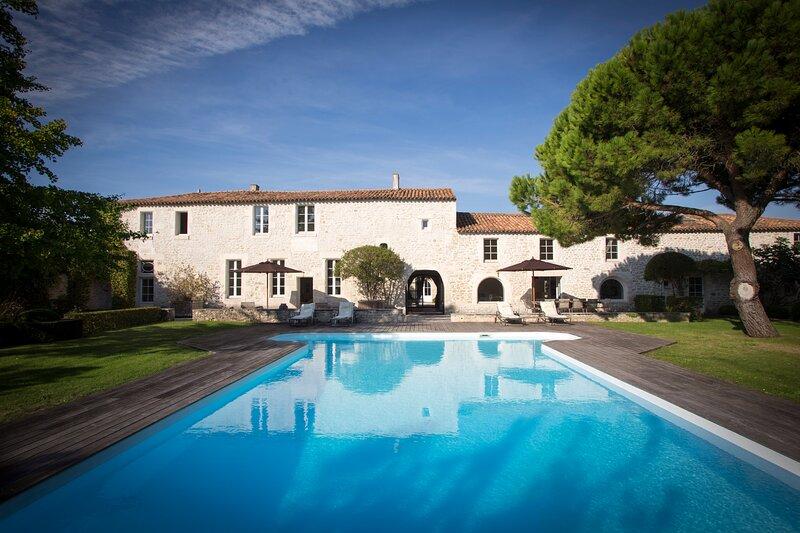 Idyllic escape in a unique La Rochelle Chateau, vacation rental in La Rochelle