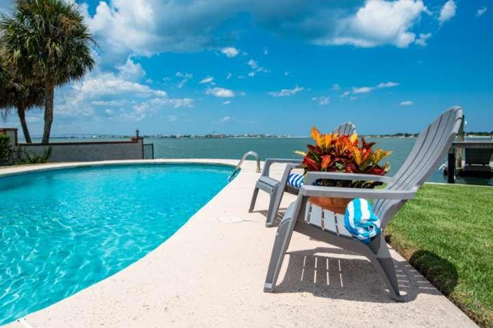 Waterfront!! Views of Inlet, Beach, River; Dock, Pool, Fishing & Boater's Paradi, alquiler de vacaciones en Saint Augustine